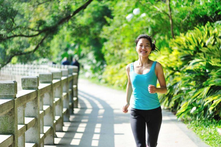 Đi bộ có giảm eo được không? Làm sao để đi bộ đúng cách?