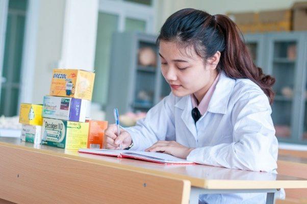 Học Cao đẳng Dược trường nào tốt nhất?